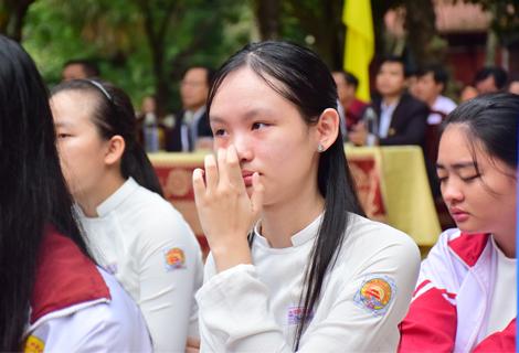 """Nhiều học sinh không giữ được cảm xúc khi nghe bài giảng của thầy Nhân về """" lòng biết ơn cha mẹ, thầy cô"""""""