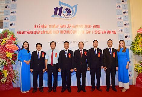 Các đồng chí lãnh đạo tỉnh chụp ảnh lưu niệm