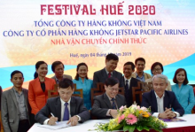 Leader of Hue Festival Center, Vietnam Airlines and Jetstar Pacific Airlines signed the sponsorship contract
