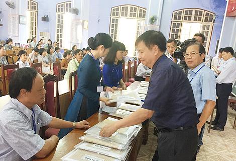 Phó Chủ tịch UBND tỉnh Nguyễn Dung kiểm tra tại Hội đồng thi Trường phổ thông chuyên Quốc học Huế