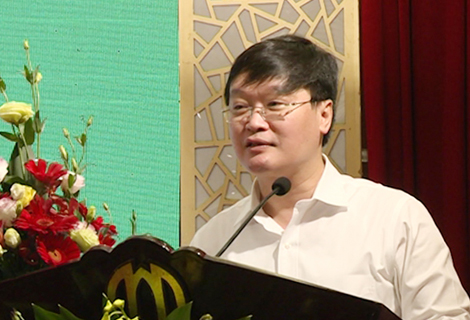 Deputy Minister of Ministry of Planning and Investment Nguyen Duc Trung speaks at the conference