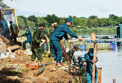 Diễn tập xử lý khẩn cấp khắc phục sạt lở bờ sông Bồ