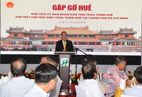 Chủ tịch UBND tỉnh Phan Ngọc Thọ trao đổi tại buổi gặp mặt