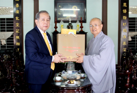 Chairman of the People's Committee of Thua Thien Hue province Phan Ngoc Tho visits Phuoc Son Pagoda