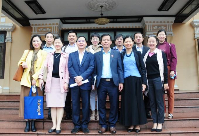 Đoàn công tác thăm Trung tâm Hành chính công của tỉnh