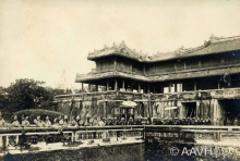 Hue Noon Gate in the past