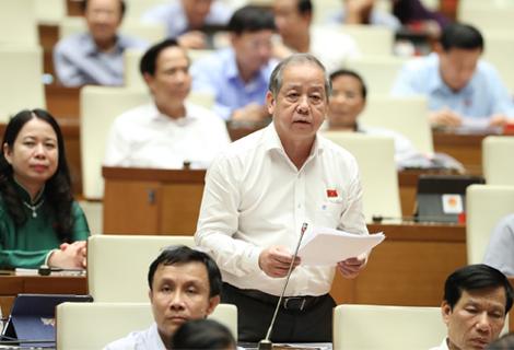 Trưởng đoàn ĐBQH tỉnh Phan Ngọc Thọ tham gia thảo luận tại kỳ họp