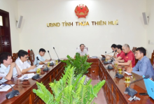 Vice Chairman of the People's Committee of Thua Thien Hue province works with the representative of VnExpress