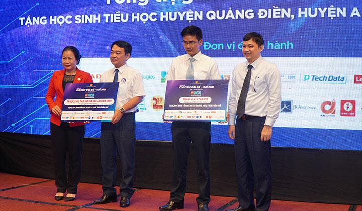 Quyên góp tập vở và áo học sinh trao tặng 11.000 học sinh tiểu học tại 2 huyện A Lưới và Quảng Điền tỉnh Thừa Thiên Huế