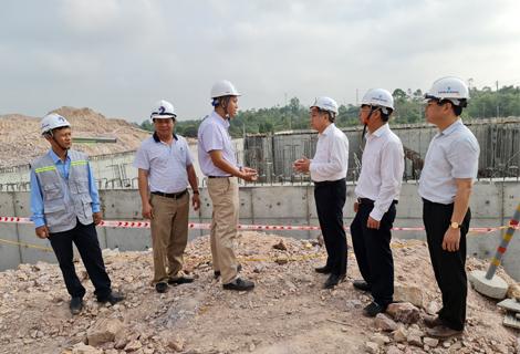Chủ tịch UBND tỉnh Phan Ngọc Thọ kiểm tra tiến độ xây dựng nhà máy nước sạch Vạn Niên