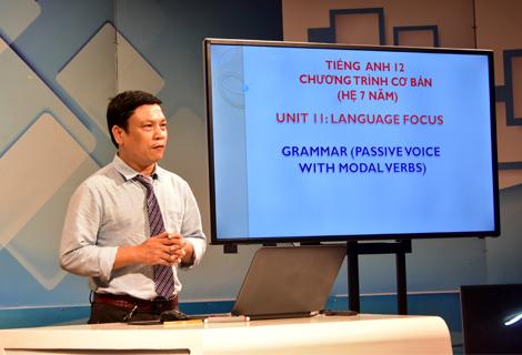 Ghi hình dạy học trực tuyến tại trường quay Đài Phát thanh Truyền hình tỉnh