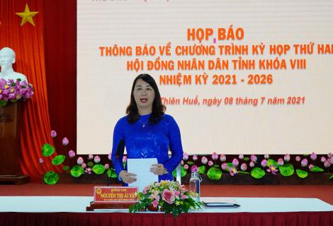 Phó Chủ tịch HĐND tỉnh Nguyễn Thị Ái Vân phát biểu tại buổi họp báo