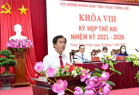 Chủ tịch UBND tỉnh Nguyễn Văn Phương báo cáo về tình hình KT- XH