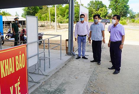 Chủ tịch UBND tỉnh Nguyễn Văn Phương kiểm tra công tác phòng, chống dịch trên địa bàn tỉnh